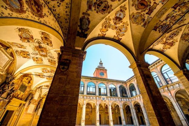 the University of Bologna (دانشگاه بولونیا)